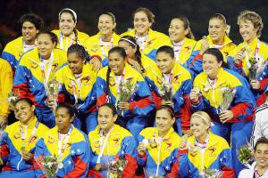 20100630135027-la-seleccion-venezolana-de-softbol-femenino-mostro-un-nivel-por-encima-del-promedio.preview.jpg