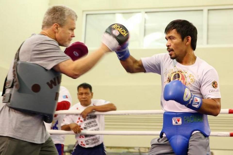 Freddie Roach (izq.) en un entrenamiento con Manny Pacquiao el 21 de noviembre del 2014 en Macao, China.